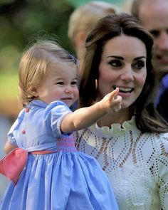 Catherine, Duchess of Cambridge and Princess Charlotte at a children's party for Military families during the Royal Tour of Canada on September 29, 2016 in Victoria, Canada.♡ . #princesscharlotte #katemiddleton #duchessofcambridge #royalvisitcanada