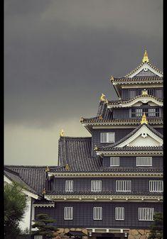 Storm above Okayama Castle (Okayama, Japan) | Flickr - Shanti Basauri