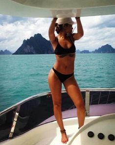 Rihanna showed off her toned stomach on holiday in Thailand