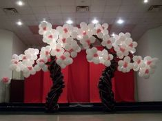 Tree Balloon arch.  #balloon-arch #balloon-decor #balloon-wedding-decor