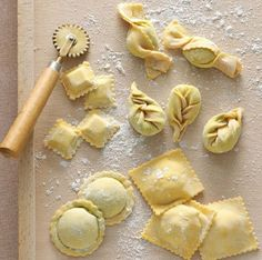 Homemade pasta - 400 GRAM FLOUR       -- 4 EGGS       -- 2 CUCCHIAINI (2 TSP) EXTRA VIRGIN OLIVE OIL       -- 1 pinch SALT       --- qb (a little at a time) DURUM WHEAT       --- qb (a little at a time- how much is enough) STUFFING OF MEAT