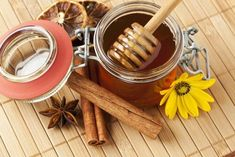 Homemade Cinnamon Oil – Protects Kidneys, Cure Diabetes And Great Aphrodisiac Natural Health Remedies, Natural Cures, Home Remedies, Cinnamon Oil, Honey And Cinnamon, Cinnamon Powder, Ceylon Cinnamon, Cinnamon Sticks, Honey Benefits