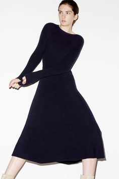 Zara takes on the fall knitwear trends with a recent style update. Grey Fashion, Minimal Fashion, Autumn Fashion, Womens Fashion, Lookbook Mode, Fashion Lookbook, Mode Editorials, Zara, Style Casual