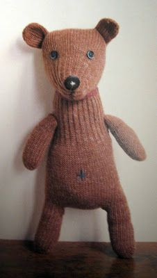 felt cafe japan - japanese craft guide - isbn 4579110617 glove dogs and sock monkeys Cafe Japan, Diy Teddy Bear, Recycle Old Clothes, Japan Crafts, Sock Toys, Sock Crafts, How To Make Toys, Sock Animals, Diy Sewing Projects