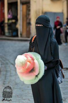 Muslimah with Cotton Candy Muslim Girls, Muslim Couples, Muslim Women, Niqab Fashion, Muslim Fashion, Hijab Niqab, Cute Eyes, Beautiful Hijab, Girl Photography Poses