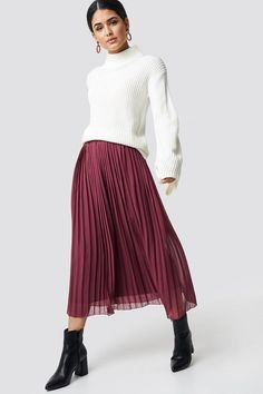 This Pleated Long skirt by NA-KD features an elastic waist, a pleated layer, a straight leg and a soft material. Burgundy Skirt Outfit, Pleated Skirt Outfit, Long Skirt Outfits, Dress Skirt, Dress Shoes, Shoes Heels, Skirts With Boots, Red Skirts, Maxi Skirts