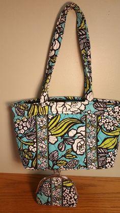 517735bf8895 Medium Vera Bradley Purse Island Blooms-Teallimewhiteblack-BONUS coin purse   fashion  clothing