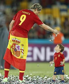 Fernando Torres and Leo