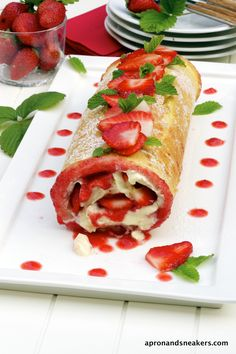 Apron and Sneakers - Cooking & Traveling in Italy: Strawberry & Mascarpone Swiss Roll. Well, this looks evil. Just Desserts, Delicious Desserts, Dessert Recipes, Yummy Food, Italian Desserts, Kolaci I Torte, How Sweet Eats, Cookies Et Biscuits, Sweet Recipes