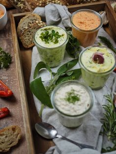Recipe for 4 quick & hearty spreads - perfect for barbecues [Kräuter/Knoblauch/Lachs/Paprika-Feta] - Breakfast Club - Appetizers Easy Vegan Appetizers, Appetizers For Party, Appetizer Recipes, Snack Recipes, Easy Healthy Breakfast, Healthy Fruits, Recipe For 4, Food Design, Barbecue