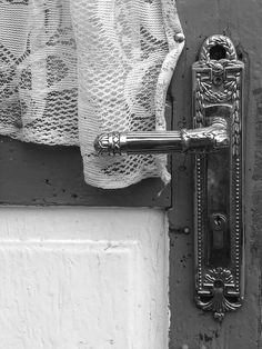 old country house - Bucovina - North East Romania Door Knobs, Door Handles, Romanian People, Old Country Houses, Eastern Europe, Old Things, Black And White, Gates, Ph