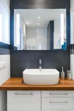 malá koupelna tipy - Hledat Googlem Double Vanity, Bathroom Lighting, Mirror, Furniture, Home Decor, Ceiling, Homemade Home Decor, Bathroom Vanity Lighting, Mirrors