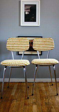 Anciennes chaises en Formica revisitées