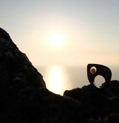 Uno splendido tramonto arrivò ad occidente, così rapido e inatteso da dare la sensazione che il cielo si stesse muovendo velocissimo. - Banana Yoshimoto -  Anello Ulivo e perla ph. Mimmo Villani www.robertarisolo.it #torreuluzzo #anello #ulivoeperla #mare #tramonto #robertarisolo #art #jewels #design #history #olivewood #pearl #salento #puglia #apulia #sea #sunset #nature #jewels #photo #pic #emotions #ring #olive #love #sun
