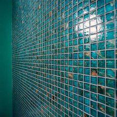 gorgeous teal tile!!