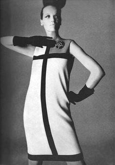 Vogue UK September 1965 Veruschka is wearing Mondrian inspired dresses by Yves Saint Laurent, photos Irving Penn Irving Penn, Piet Mondrian, Mondrian Dress, Vogue Uk, 70s Women Fashion, Sixties Fashion, Vintage Fashion, Vintage Style, British Fashion