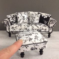 Ooh La La #provincialchic #sofa & #ottoman for the discerning #miniature #collector. #mad_missy_minis latest creation for your #dollshouse.…