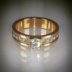 www.angelicamardhdesign.se #angelicamardhdesign #goldsmith #guldsmed #Sweden #Sverige #bride #bridal #weddingring #wedding #love #instafollow #bestdayofmylife #ring #vigselring #diamonds #diamanter #brud #bröllop #gifta #happy #handmade #handgjord
