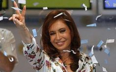 Cristina Fernández pide a los opositore. Cristina Fernandez, President Of Argentina, Peace Fingers, New Years Eve, Hair Styles, People, Women, Centenario, Grande