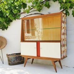 Mobilier vintage chiné Vitrine des années 60 reposant sur des pieds compas Meuble peint et tapissé