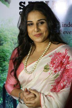 Vidya Balan Hot Stills In White Saree At Launch of Book Beautiful Girl Indian, Beautiful Saree, Beautiful Indian Actress, Beautiful Gorgeous, Gorgeous Women, Kajal Agarwal Saree, Vidya Balan Hot, Deepika Padukone Hot, Most Beautiful Bollywood Actress