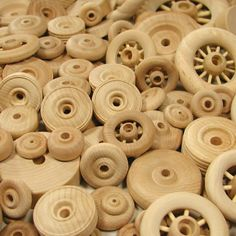 Making Toy Wheels is the first in a series of articles from the Wood Shop Journal about how to make your own wooden Toy Wheels for cars and trucks. Wooden Toy Wheels, Wooden Toy Trucks, Wooden Wheel, Wooden Car, Wooden Blocks, Wood Projects For Kids, Wood Turning Projects, Wooden Projects, Woodworking Toys