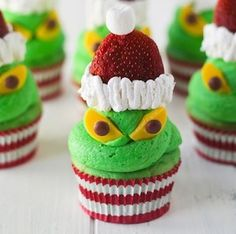 Try one of these festive Christmas cupcakes for dessert this holiday season! There are peppermint, gingerbread, eggnog flavored cupcakes. Cute Christmas Desserts, Christmas Cupcakes Decoration, Holiday Cupcakes, Christmas Treats, Christmas Cookies, Grinch Christmas, Funny Cupcakes, Kid Cupcakes, Betty Crocker