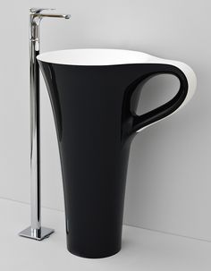 CUP Design Meneghello Paolelli Associati #ceramic #Pop Art #Caffè #freestanding #washbasin #bathroom #livintec #bagno #centrostanza #lavabo #tazzina #artceram #portasalviette  freestanding washbasin