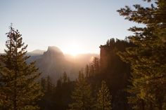 The Yosemite National Park is one of the greatest natural wonders this planet has to offer. Massive granite rocks, playful waterfalls, giant sequoia trees...