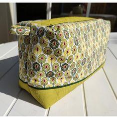 Trousse Zip-Zip jaune et verte cousue par Caroline - Patron Sacôtin