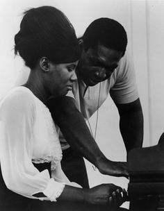 Love music - Alice Coltrane with her husband, the jazz legend John Coltrane, in Alice Coltrane, Jazz Artists, Jazz Musicians, Black Love, Black Is Beautiful, New Age, Francis Wolff, A Love Supreme, Detroit