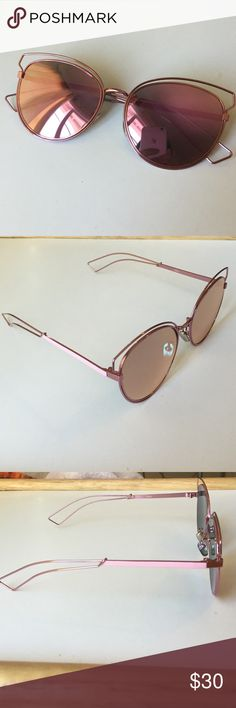 Mirrored Sunglasses Brand new. I bought it expecting to receive rose gold but it came pink. Accessories Sunglasses