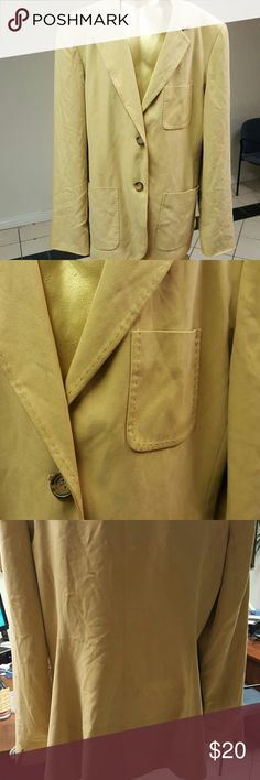 Jones New York Country Blazer Tan colored Blazer in good condition. Sorry about the wrinkles.  Lining good too, no tears. Jones New York Jackets & Coats Blazers