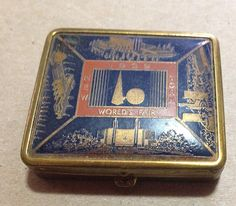Compact / box, souvenir of 1939 New York World's Fair