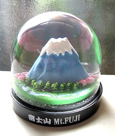 Mt. Fuji snowglobe  handk-plus.com