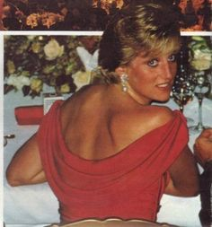 Beautiful Princess Diana graced the world with style, just as former First Lady Jackie Kennedy during her lifetime. Princess Diana Fashion, Princess Diana Family, Princess Diana Pictures, Royal Princess, Princess Of Wales, Princesa Diana, Pippa Middleton, Adele, Prinz Charles