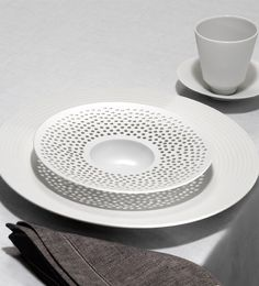 Hering Berlin pulse cielo porcelain tableware harlequin london