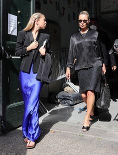Kate Moss Style, Nude Dress, Satin Shirt, Star Fashion, Women's Fashion, Dress Codes, Her Style, Kim Kardashian, Spring Summer Fashion