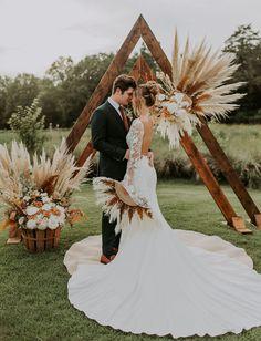 Diy Wedding Backdrop, Boho Wedding Decorations, Backdrop Ideas, Ceremony Backdrop, Green Wedding, Chic Wedding, Wedding Styles, Wedding Ideas, Romantic Bridal Hair
