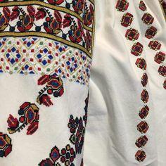 IaAidoma. Romanian blouse detail. Moldova, Floral Tie, Embroidery Patterns, Folk Art, Textiles, Stitch, Detail, Blouse, Vintage