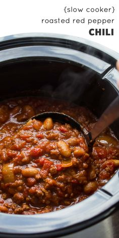 Slow Cooker Roasted Red Pepper Chili This hearty slow cooker chili gets a flavor boost from roasted red peppers, smoked paprika and a splash of balsamic vinegar. It's easy, hearty and makes for a delicious lunch or dinner! Slow Cooker Roast, Slow Cooker Chili, Slow Cooker Recipes, Crockpot Recipes, Cooking Recipes, Healthy Recipes, Hearty Chili Recipe, Chili Recipes, Soup Recipes