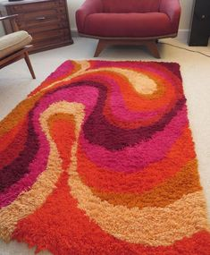 Second Hand Red Carpet Runner Funky Rugs, Cool Rugs, Room Ideas Bedroom, Bedroom Decor, Rya Rug, Latch Hook Rugs, Aesthetic Room Decor, Patterned Carpet, Rug Hooking