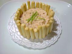 Paté de jamón y queso. Alguna especia de aderezo y ¡perfecto para un picoteo!