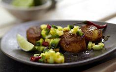 Curry-Jakobsmuscheln mit Gurken-Mango-Relish Rezept | LECKER