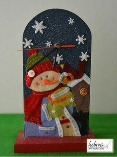 Resultado de imagen para cuadros en falso patchwork navideños Christmas Patchwork, Felt Christmas, All Things Christmas, Christmas Time, Christmas Crafts, Xmas, Christmas Ornaments, Fabric Ornaments, Felt Ornaments