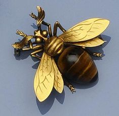 A French bee brooch