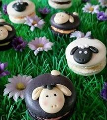 Sheep macarons - cake by Taaartjes Macarons, Macaron Cake, Macaron Cookies, Macaron Recipe, Cupcakes, Cupcake Cakes, Eid Cakes, French Macaroons, Cute Desserts