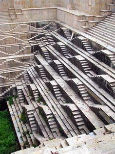 Bundi, India amazing medieval stepwell of Dabhai Kund. - http://places2seebeforeyoudie.com/bundi-india-amazing-medieval-stepwell-of-dabhai-kund/