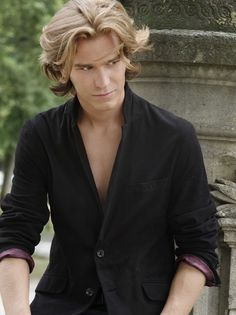Amaury Vassili (June 8, 1989) French singer, who represented France at the Eurovision Song Contest of 2011.
