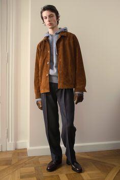 Éditions MR Fall 2017 Menswear Fashion Show Fashion News, Fashion Show, Fashion Outfits, Mens Fashion, Blue Hoodie, Sweater Hoodie, Vogue Paris, Editions Mr, Mr Men